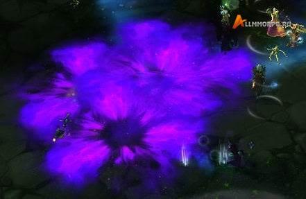 Теневой взрыв подбрасывает игроков в воздух.Бегите к фиолетовым кругам, как только они появятся