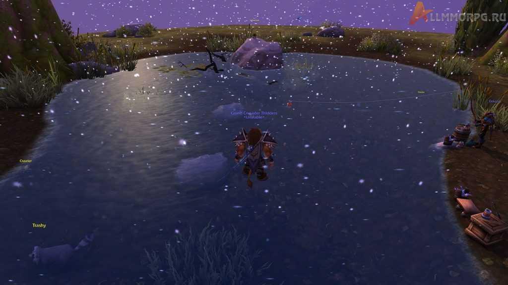 На поверхности водоема образуются пузыри.